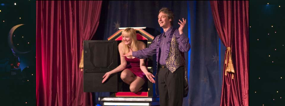 Stage-Show-Magician-Illusion-Hyparxis